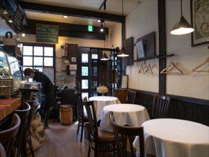 アンティーク調な店内、自家製のケーキやレストラン顔負けの料理!まるで小さなレストランのような一六珈琲店。