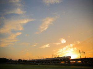 立川の秋の夕日。多摩川沿いの土手も秋が満載!
