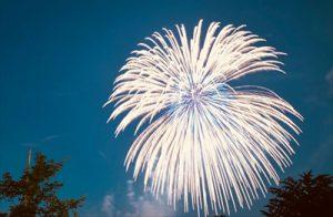 立川の花火大会が11月23日に開催決定!空気が澄んでいる晩秋の夜空に、くっきりと綺麗な花火が上がります。