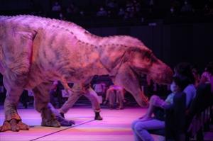 立川グリーンスプリングスに恐竜現る!「DINO-A-LIVE『不思議な恐竜博物館』in TACHIKAWA」で立川ステージガーデンがついに本格スタート!