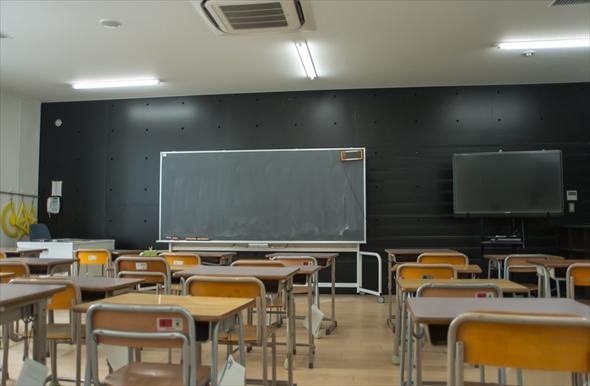 立川第一小学校教室