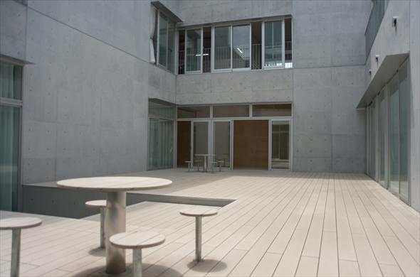 立川第一小学校中庭